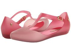 Melissa Doris. Adorable jelly shoes! I've got these in yellow, but pink is too cute also