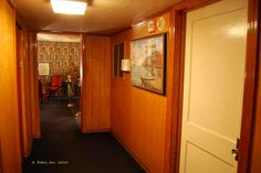 The cozy downstairs hallway in Graceland invites visitors to pass through from the pool room to the TV room Elvis Presley House, Elvis Presley Videos, Elvis Presley Graceland, Elvis Presley Photos, Graceland Mansion, Elvis Memorabilia, American Mansions, Celebrity Houses, Celebrity Guys