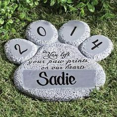 PERSONALIZED-Pet-Dog-Cat-Paw-Print-Memorial-Cemetery-Grave-Marker-Head-Stone