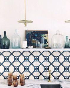 modern geometric tile backsplash and gold pendant lamps. / sfgirlbybay