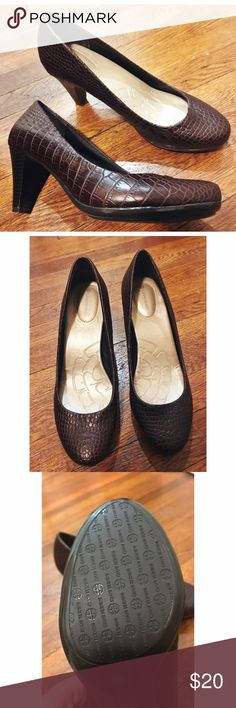Giani Bernini • NWT Comfortable Heels Giani Bernini • NWT Comfortable Heels. Brown patterned and super comfortable! Size 8.5. Never worn but no box. Giani Bernini Shoes Heels