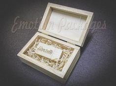 www.emotionpack.es Pendrives madera grabados a laser. Wood pendrives laser engraved. #woodbox #cajamadera #vintagebox #videopackaging #soportesfotográficos #photopackaging #cajafotovideo #woodusb #woodpendrive #laserpendrive #laserengrave #grabadolaser