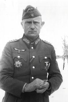 Stalingrad, January The captured commander of the Infantry Division of the Wehrmacht Lieutenant General Henry Desbois. Anton, German Soldiers Ww2, German Army, Luftwaffe, Battle Of Stalingrad, Lieutenant General, Division, Red Army, Military History