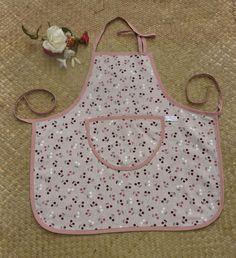 Tablier de cuisine écru aux jolies cerises, avec poche assortie pour enfant et…