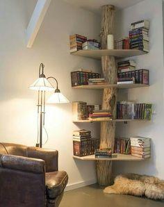 Superbe bibliothèque d'angle... Un tronc d'arbre suffit... ...