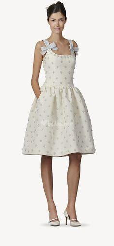 Carolina Herrera 2014 - http://www.bodas.net/articulos/vestidos-de-novia-originales-2014--c2254