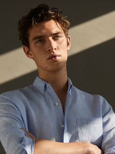 The Linen Collection (Massimo Dutti) Portrait Photography Men, Photography Poses For Men, Inspiring Photography, Harpers Bazaar, Pose Reference Photo, Lakme Fashion Week, Short, Cool Style, Style Men