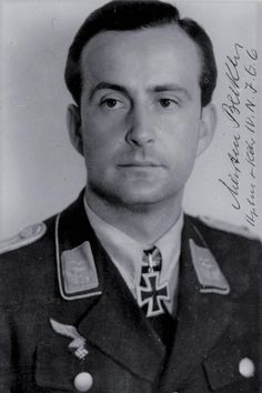 Hauptmann Martin Becker (1916-2006), Ritterkreuz 01.04.1944 als Oberleutnant und Flugzeugführer in der 4./Nachtjagdgeschwader 6, Eichenlaub (792) 20.03.1945 als Hauptmann und Kommandeur IV./Nachtjagdgeschwader 6 ✠ 58 Luftsiege, 110 Feindflüge. Erzielte am  22 März 1944 sechs Abschüsse in einer Nacht sowie am 31 März 1944 und 14 März 1945 je neun.
