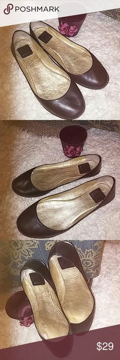 DV leather flats size 6 Very, very minimal wear mainly on the sole. Excellent shape. Quality Dolce Vita craftsmanship and fine leather. Dolce Vita Shoes Flats & Loafers