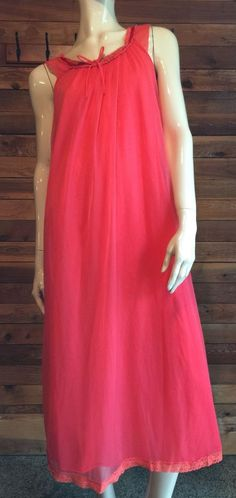 f8e98ae9b8c VINTAGE TOSCA RED CHIFFON SIZE MEDIUM NIGHTGOWN STYLE 5205  fashion   clothing  shoes