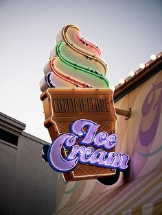Catch-a-Flave Ice Cream, retro neon sign Fred Instagram, Disney Instagram, Ice Cream Sign, Deco Restaurant, Vintage Neon Signs, Ice Cream Parlor, Ice Cream Shops, Old Signs, Retro Aesthetic