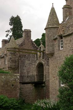 Cawdor Castle drawbridge : cawdor, scotland