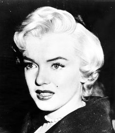 Marilyn Monroe in court to finalize her divorce from Joe DiMaggio, 1954.
