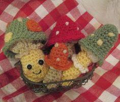 http://tericrews.blogspot.com.es/2012/08/free-cute-mushroom-crochet-pattern.html