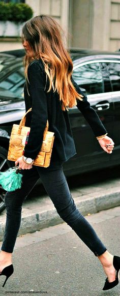Sex and the City: Street style: Chic Street Style - Messy Hair, high heels and all black!