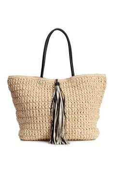 Straw bag: Bag in braided paper straw with two handles and a decorative tassel in imitation leather, a magnetic fastener at the top and two inner compartments. Summer Packing Lists, Straw Tote, Summer Bags, Knitted Bags, Leather Handle, Women Accessories, Tommy Hilfiger, Reusable Tote Bags, Inspiration