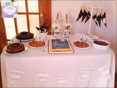 Kit festa | Aniversário Sara | Tema - música   Mesa de doces com:  *Topper´s *Lembranças - Chocolates  *Cones pipocas  *Decoração de jarras   +INFO: mimeoseubebe@gmail.com ou mensagem privada   #mimeoseubebe #mime #festadeaniversário #kitfesta #temamusica