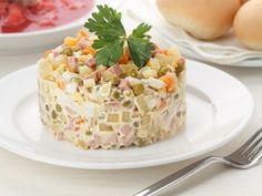 New year 2019 is not far off, and the editorial Board to REPLACE YOUR WEBSITE begins to stock up on holiday recipes Christmas dishes with which this f. Russian Salad Recipe, Russian Potato Salad, Russian Recipes, Olivier Salad, How To Cook Sausage, Christmas Dishes, Tasty Kitchen, Risotto, Holiday Recipes