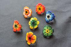 Retrouvez cet article dans ma boutique Etsy https://www.etsy.com/ca-fr/listing/253242072/bague-fleur-fantaisie-multicolore-art