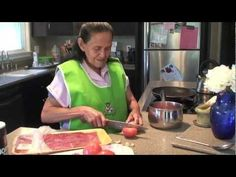 How To Make Carne con Chile.....and WOW look at the way she makes those flour tortillas at the end! Lol