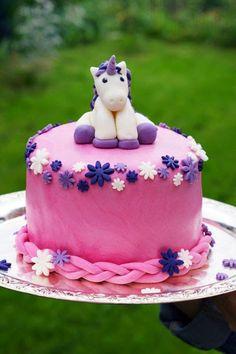 Einhorn Torte - unicorn cake mit bunter Überraschung.