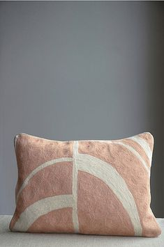 Mimou Pute Arches håndbrodert 30x50 cm - Rosa - Hjem & innredning - Ellos.no Arches, Bed Pillows, Pillow Cases, Villa, Texas, Home, Architecture, Pillows, Arquitetura