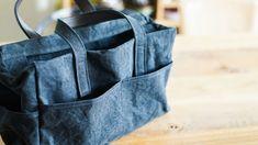 〈ateliers PENELOPE(アトリエ ペネロープ)〉の「#9 Boxy」です。ファスナー付きポケット、2分割されたポケット、両脇にペットボトルサイズのポケットと外からアクセスできるポケットが多くなってます。