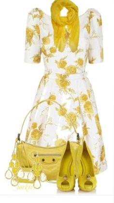 I'm becoming really drawn to yellow. Which is so weird, I used to think yellow wasn't a great color for me but I'm now like oooo this would look so great on me. Hmm