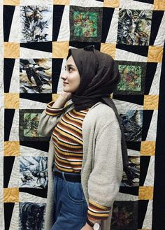 Girl Photo Poses, Girl Photos, Fake Girls, Hijab Chic, Muslim Girls, Beautiful Hijab, Modest Outfits, Hijab Fashion, Womens Fashion