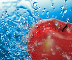 Ознакомьтесь с этим проектом @Behance: «CG 3D drops & apple» https://www.behance.net/gallery/33852696/CG-3D-drops-apple