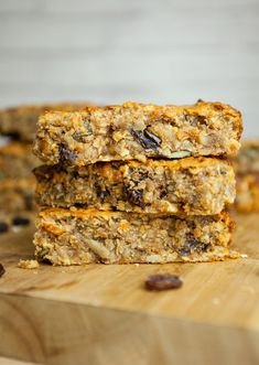 Flapjacks remind me of my childhood. Crispy on the outside and chewy in the middle, they were a really special treat! Roxy and I have [. Vegan Protein Bars, Protein Snacks, Vegan Snacks, Vegan Desserts, Vegan Recipes, Vegan Food, Protein Ball, Whole30 Recipes, Protein Bars