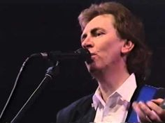 "Al Stewart ""Proms"" with the Flanders Philharmonic Orchestra, Antwerp, Belgium, December 21, 1988. Length 40 minutes. Al Stewart, vocals, guitar; Peter White,..."