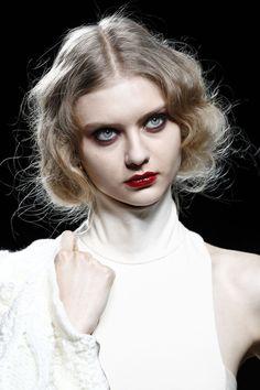 Imagen de fashion, runway, and nastya kusakina Make Up Looks, Makeup Art, Hair Makeup, Nastya Kusakina, Moda Madrid, Grunge Makeup, Model Face, Pretty Makeup, Hair Inspo