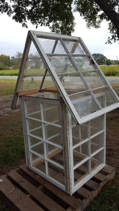 Greenhouse reclaimed salvaged window sashes 8 panes yard decor very cool Greenhouse Kitchen, Diy Greenhouse Plans, Homemade Greenhouse, Cheap Greenhouse, Backyard Greenhouse, Mini Greenhouse, Old Window Greenhouse, Pallet Greenhouse, Greenhouse Wedding