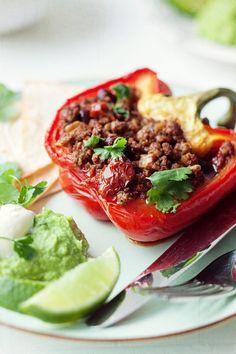 Chili con carne w paprykach - Przepis