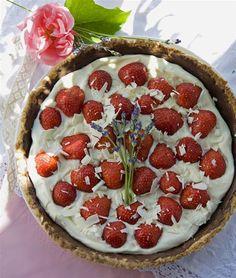 Jordbærtærte med hvid chokolademousse