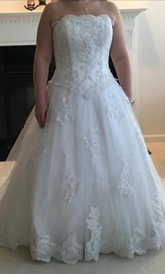 Oleg Cassini 5438 14: buy this dress for a fraction of the salon price on PreOwnedWeddingDresses.com