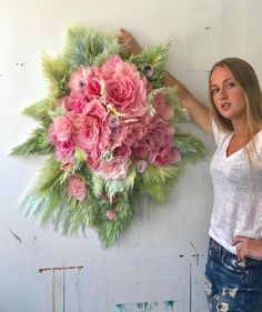 Here are some Sunday sweets for you on Mother's Day : candy-coloured-paper-rose-wall-deco = pure L. Paper Flowers Craft, Paper Flower Wall, Paper Flower Backdrop, Paper Roses, Flower Crafts, Paper Crafts, Scott Hansen, Rose Wall, Paper Artist