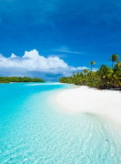 One of my favourite memories of the Cook Islands. One Foot Island - Aitutaki Lag. One of my favourite memories of the Cook Islands. One Foot Island - Aitutaki Lagoon, Cook Islands Vacation Destinations, Dream Vacations, Vacation Spots, Italy Vacation, Vacation Rentals, Places To Travel, Places To See, Islas Cook, Tropical Beaches