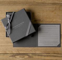 Klappkarte mit Innenkarte und Schatulle mit Geschenkband + Stanzung + Prägung (Schatulle) + Geschenkband