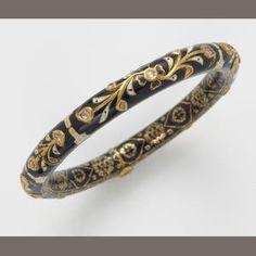 Antic Jewellery, Mughal Jewelry, Indian Jewelry, Antique Jewelry, Silver Jewelry, Gold Jewellery, Gold Bangles Design, Jewelry Design, Silk Bangles