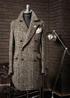 Menswear Tagliatore - F/W Source: tremezzo. The Sartorialist, Gentleman Mode, Gentleman Style, Mens Overcoat, Mode Mantel, Cool Coats, Elegant Man, Men's Coats And Jackets, Well Dressed Men