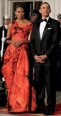 THE FIRST LADY IN ALEXANDER MCQUEEN, AND THE PRESIDENT IN BLACK- TIE, AT A STATE DINNER AT THE WHITE HOUSE.