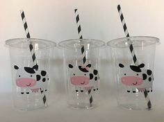 These are great for any farm party. Each cup is 16 oz. and made from a sturdy disposable plastic. These are decorated with light pink and gold vinyl stickers and come with matching paper straws and lids. These are perfect for small children who easily spill. You can also stuff these