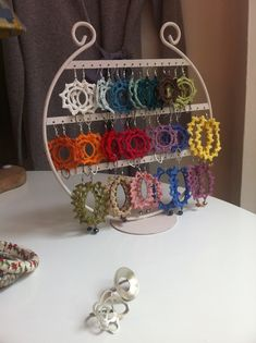 Display for tatted earrings Thread Crochet, Love Crochet, Crochet Crafts, Crochet Yarn, Crochet Projects, Textile Jewelry, Fabric Jewelry, Beaded Jewelry, Handmade Jewelry