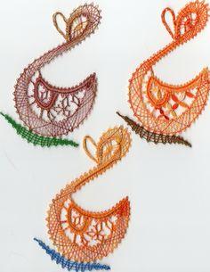Les dentelles aux fuseaux de Cosette Chewbacca, Lace Heart, Lace Jewelry, Bobbin Lace, Shape Patterns, Doilies, Lace Detail, Couture, Crochet Earrings