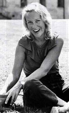 'Agnetha's most dazzling smile' thread..and about time, too! - Seite 35 | www.abba4ever.com