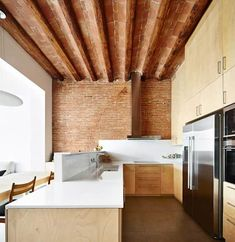 Open, modern and gorgeous kitchen. By Vallribera Arquitectes Interior Architecture, Interior And Exterior, Interior Design, Duplex House, Best Kitchen Designs, Kitchen Interior, Decoration, Cool Kitchens, Kitchen Dining