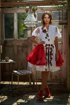 Mint a Mátka Kollekció 2017 - Bélavári Zita Couture Feminized Boys, Dirndl Dress, Red Wedding Dresses, Nice Dresses, Fashion Beauty, Couture, Skirts, Wedding Things, Folk