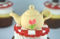 How to make a teapot cupcake topper - CakeJournal.com cute!